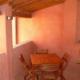 ampio terrazzo con tavolo e 4 sedie